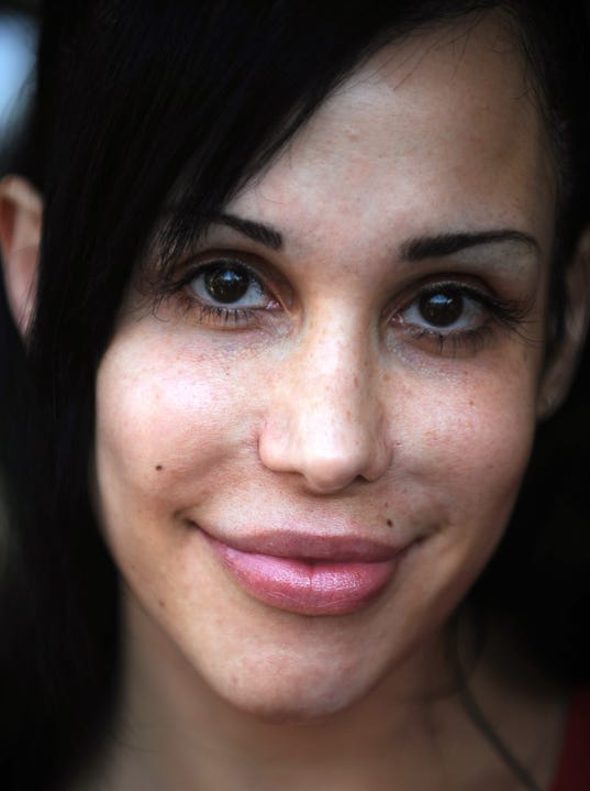 Octomom quot nadya suleman poses for photographers in front of her home