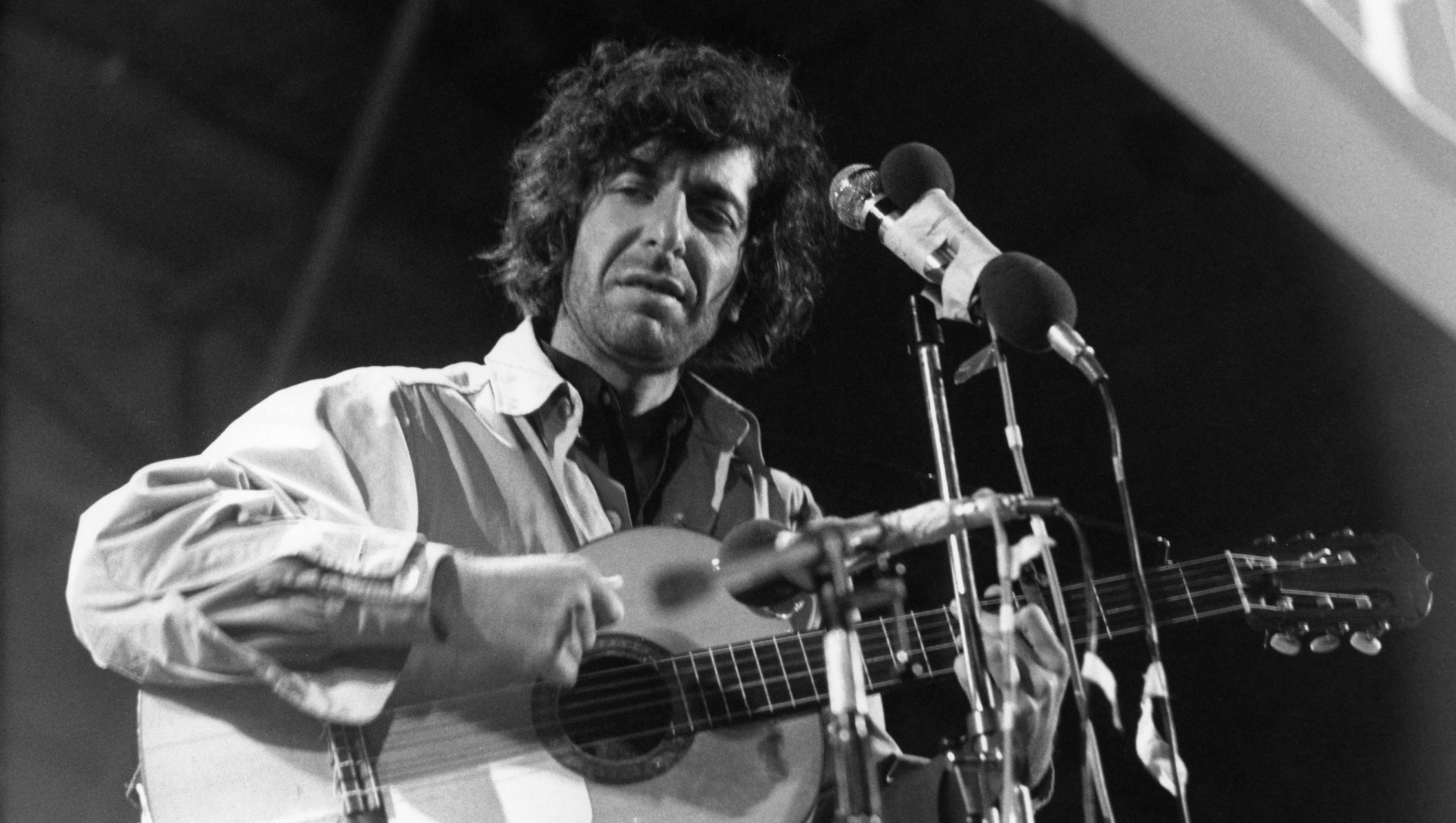 Canadian politicians mark loss of Leonard Cohen