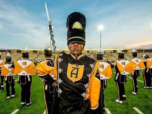636195609633423168-band-drum-major-and-band-great-pic.jpg