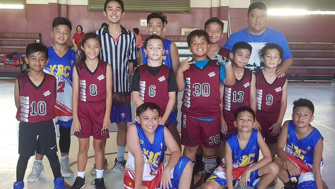 10U Tamuning Typhoons (red) and visiting YBC Elite (blue) from Manila played a friendship game on Wednesday to kick start the games for the night in the 2017 Thanksgiing HoopFest Tournament presented by Aloha Maid Juices and Bank of Guam.