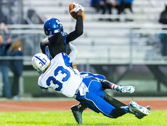 Stephen Decatur wide receiver Tyree Henry (4) hauls