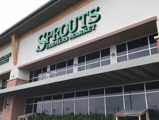 636644160471195918-Sprouts-outside-store-anglee.jpg