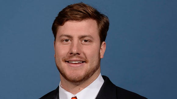 Walk-on defensive end Chase Robinson is transferring to Arkansas State.