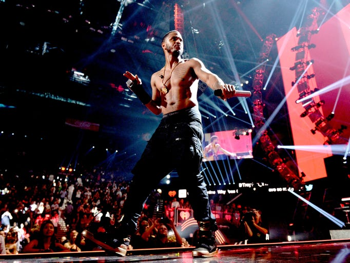 Singer Trey Songz performs at the 2015 iHeartRadio