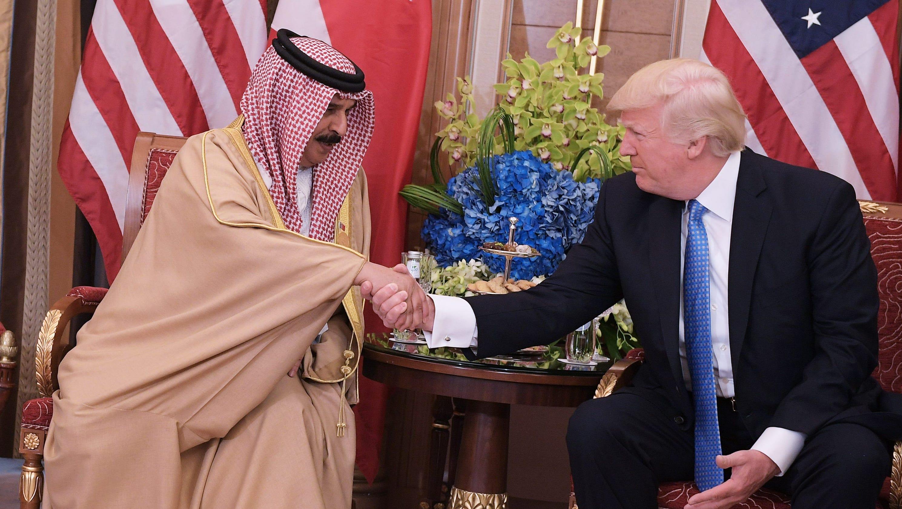 Trump hawks 'beautiful' U.S. weapons to unite Muslim world against terror