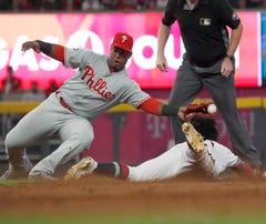 Hoskins, Pirela hit 2-run HRs as Phillies stop Braves 5-4