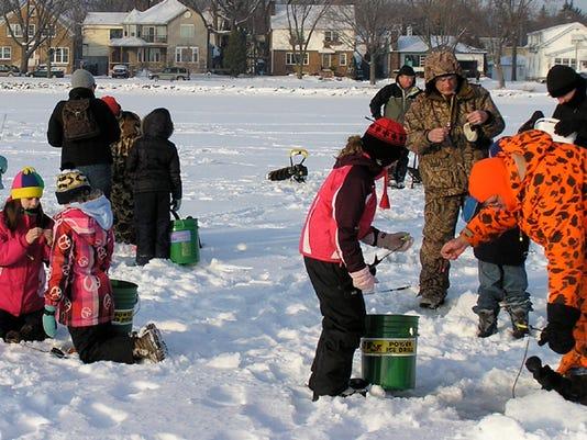 635894224063534668-Ice-Fishing-Kids11.jpg