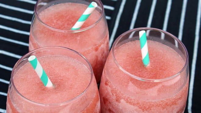 Frosé (frozen rosé wine cocktail)