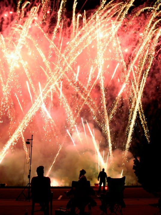 -wrt 0705 fireworks.jpg_20070704.jpg