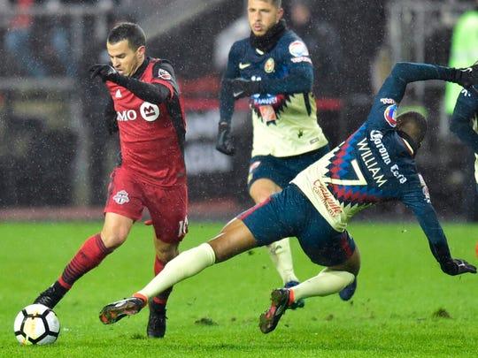 El partido se jugó bajo lluvia y un intenso frío, algo