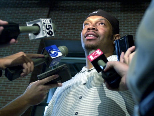 Sam Perkins meets with reporters after the 2000 Finals.