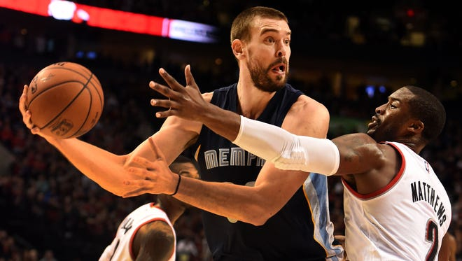 Marc Gasol looks to pass the ball on Trail Blazers guard Wesley Matthews.