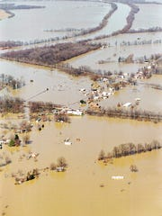 Flood waters from the Ohio and Green Rivers covers the Beals community on the Green River in Henderson County. Photo taken 3/10/97 The Gleaner, Mike Lawrence