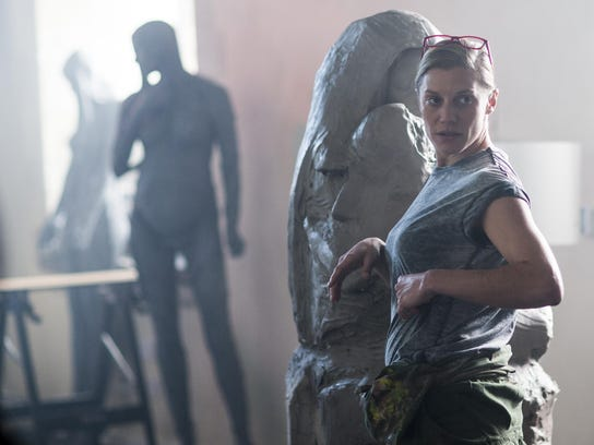 Katee Sackhoff plays recovering addict who turned her