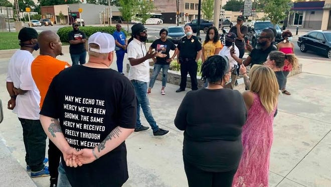 On Saturday evening, a group of community organizers, active citizens, and Kinston Mayor Don Hardy came together on the courthouse steps in Lenoir County to hold a 'Prayer for Justice' event.