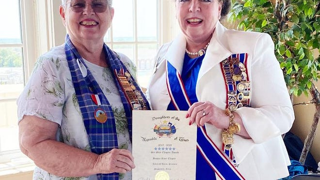 Bosque River Chapter President Judith D'Amico (left)accepts the sixth consecutive Six Star award from Daughters of the Republic of Texas President General Carolyn Raney during the District 2 meeting held Aug. 29 in Eastland.