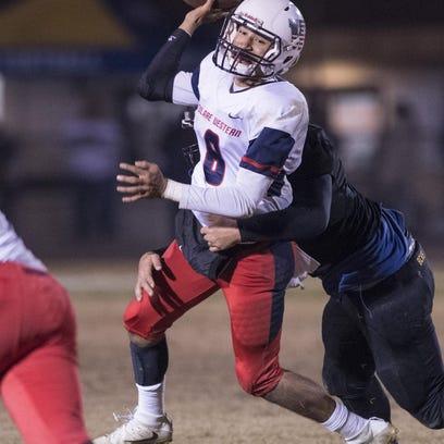 Football: Mustangs fall in D-III title game