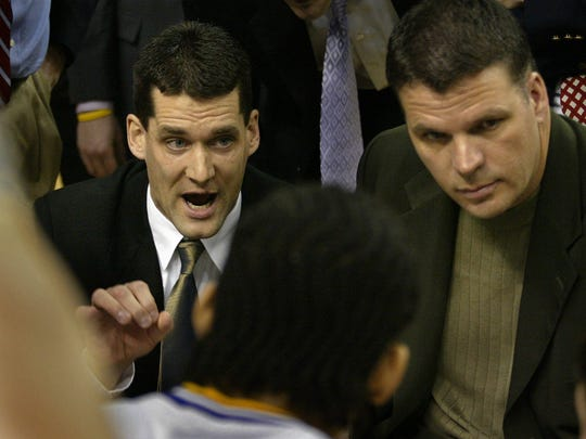 Assistant coach Ben Jacobson, left, and head coach Greg McDermott talk to their Northern Iowa players in 2005.