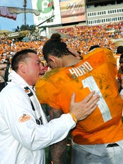 Coach Butch Jones talks with Jalen Hurd after leading