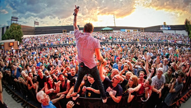 The Gin Blossoms can still whip a rock crowd into a frenzy.