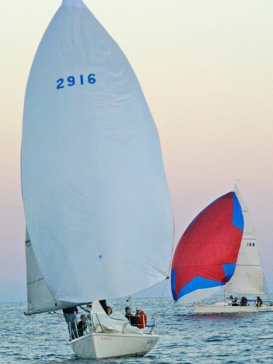 -sailboat_racing10.jpg_20081022.jpg