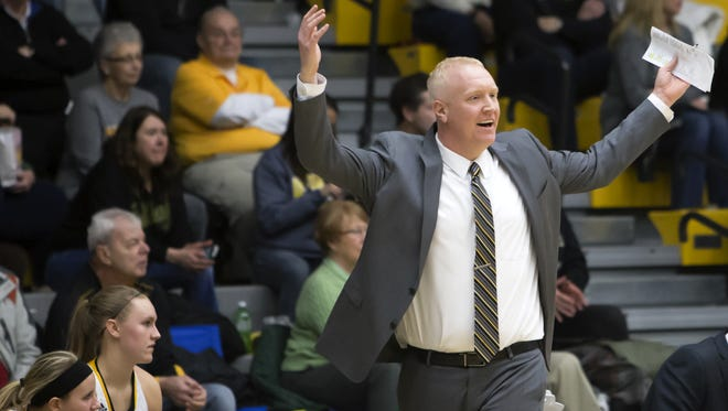 UW-Oshkosh head coach Brad Fischer will lead the Titans against Washington University in an NCAA Division III Sweet 16 game on Friday.