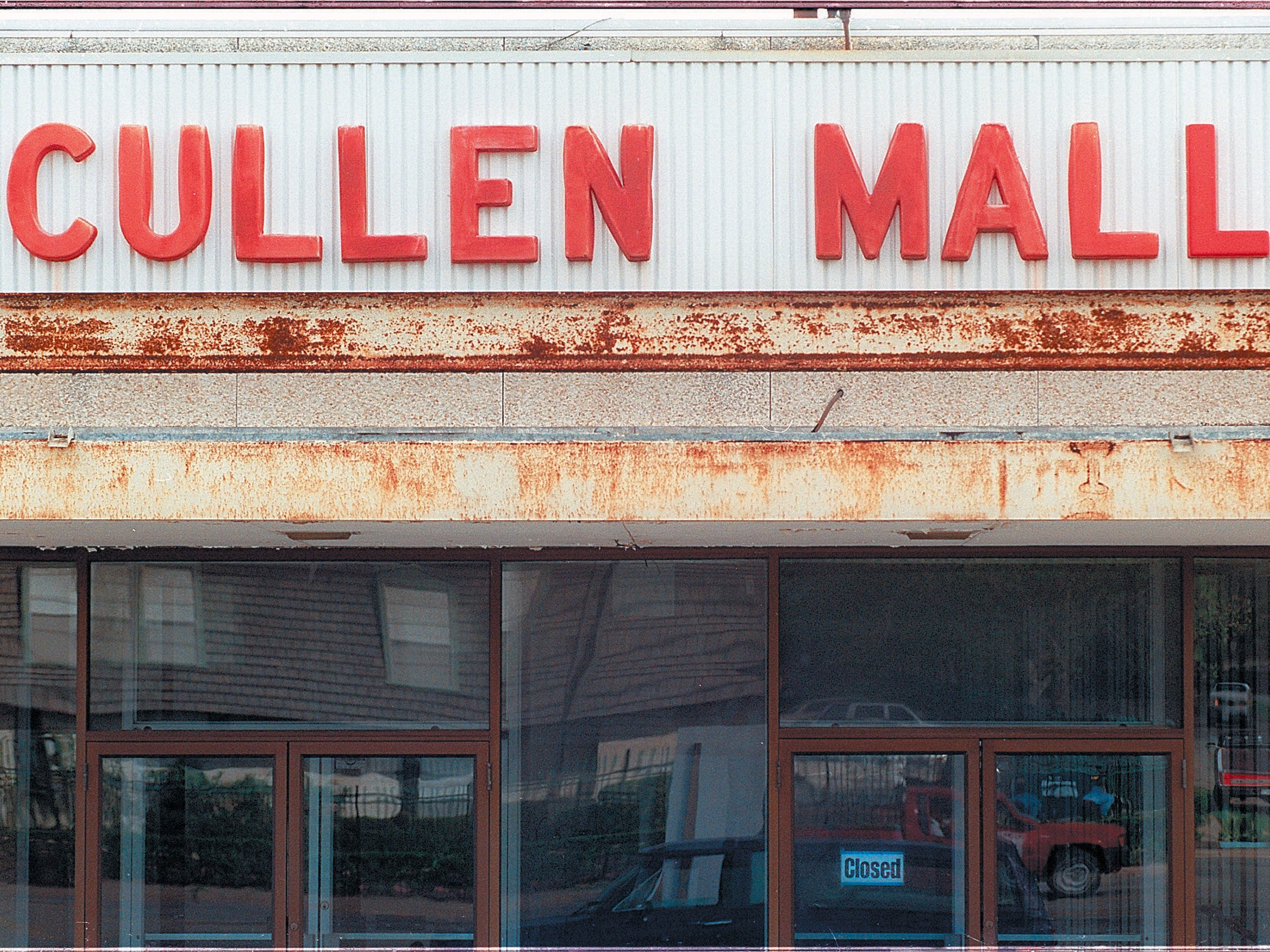 Cullen Mall side entrance in October 1997.   David