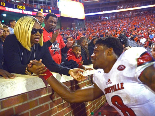 Louisville's Lamar Jackson talks with his mother, Felicia