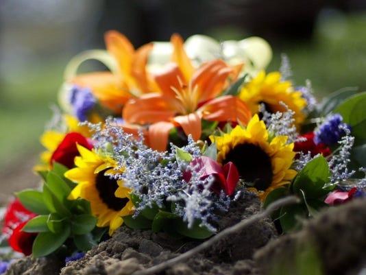 636253510157245357-funeral-SCHMIDT-042904-flower-rr.jpg