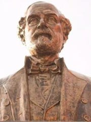 Bust of Robert E. Lee in downtown Fort Myers