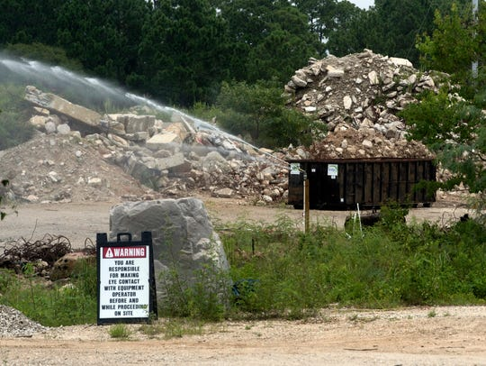Escambia County Commissioners voted 4-1 onTuesday to grant another one-year renewal for a concrete crushing permit for Sunbelt Crushing LLC in the embattled Wedgewood neighborhood.