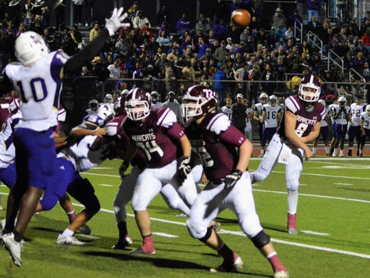 De Leon's Kevin Yeager throws a fourth-quarter pass