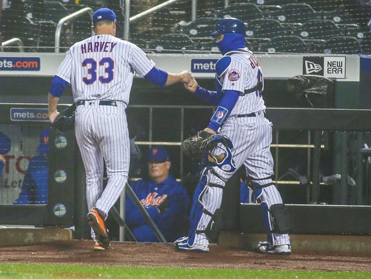 New York Mets pitcher Matt Harvey (33) is congratulated