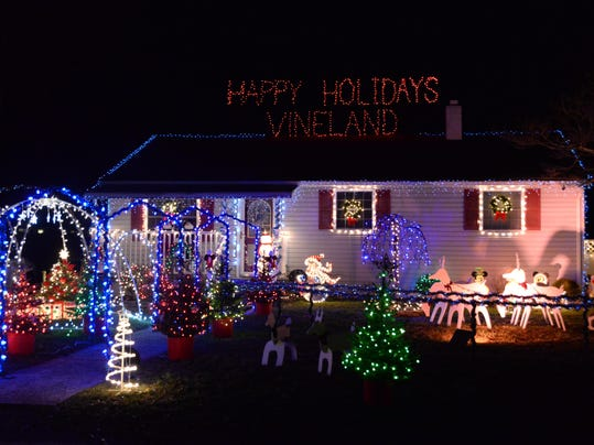121814 Holiday Lighting 6D.jpg
