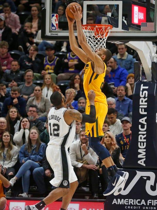 Spurs_Jazz_Basketball_08341.jpg