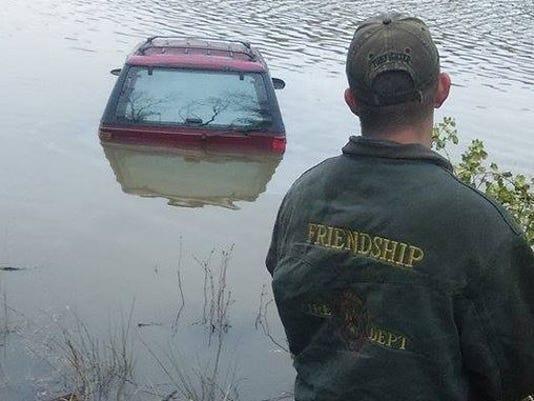 truck+in+water.JPG