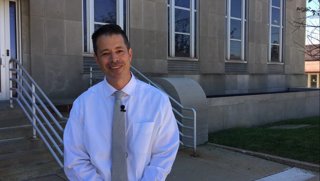 Lester Turilli, an independent candidate for governor, makes his case for why he is the best candidate outside Springfield City Hall on Monday, September 12, 2016.