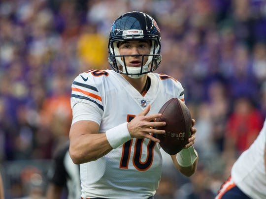 Chicago Bears quarterback Mitchell Trubisky (10) drops