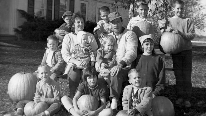 1965 photo of Bob and Coni Keyes with 11 of their 13 children.
