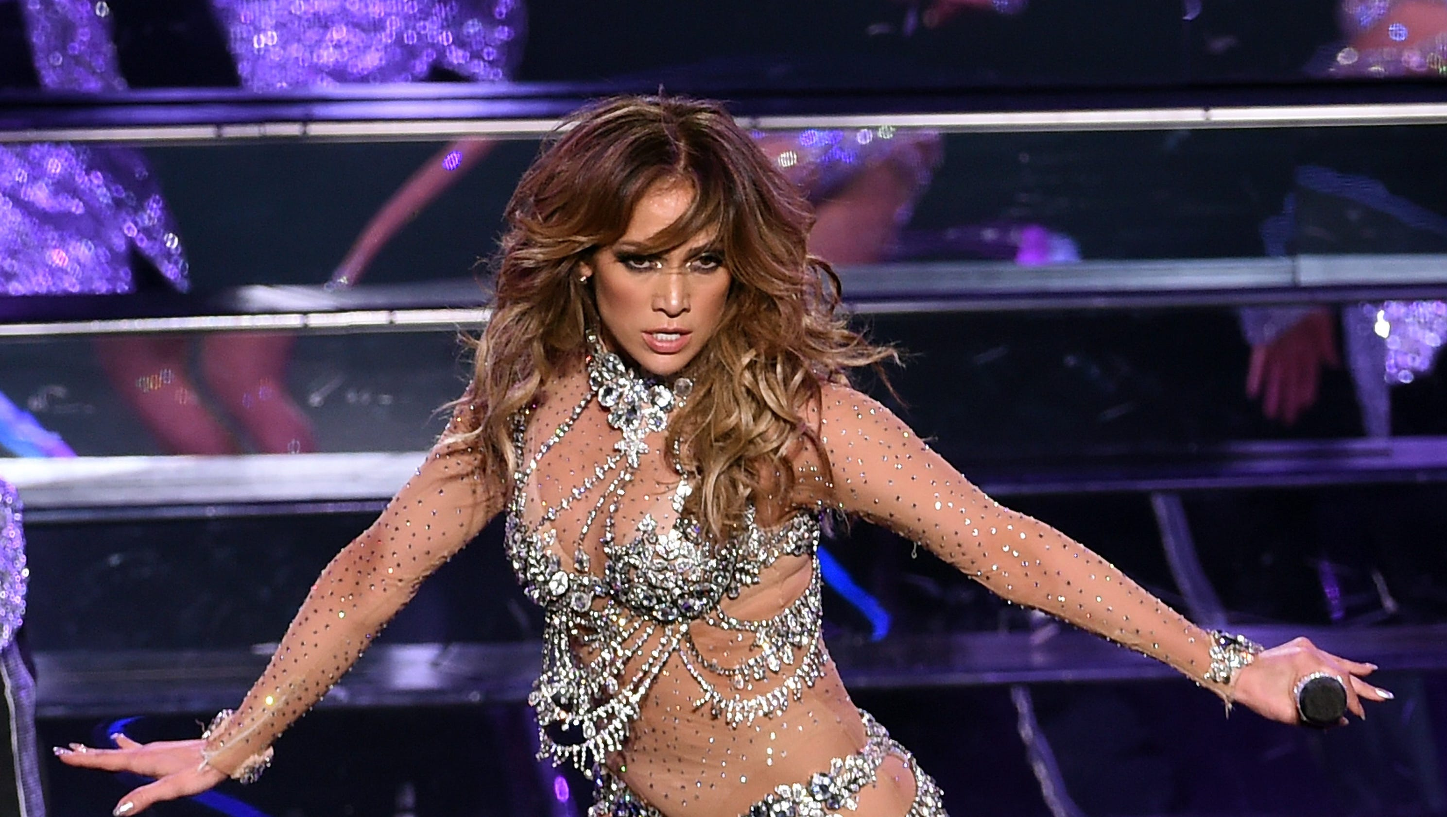 j lo 39 s vegas concert was so turnt that even bieber was blown away. Black Bedroom Furniture Sets. Home Design Ideas
