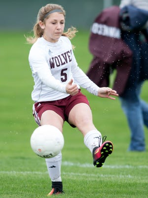 Kaitlyn Frierdich totaled 10 goals and seven assists in four games last week for the fourth-ranked Wolves.