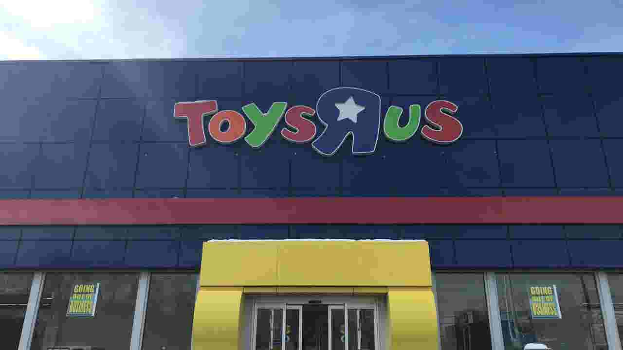 Toy retailer to close fort collins store amid bankruptcy toys r us bankruptcy will empty another big box store at front range village colourmoves
