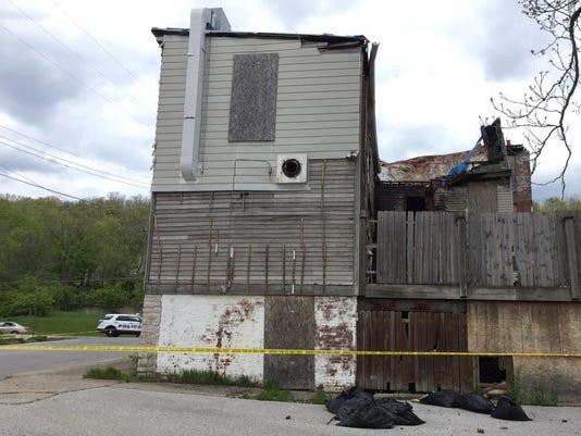 635657541686391143-crumbling-building