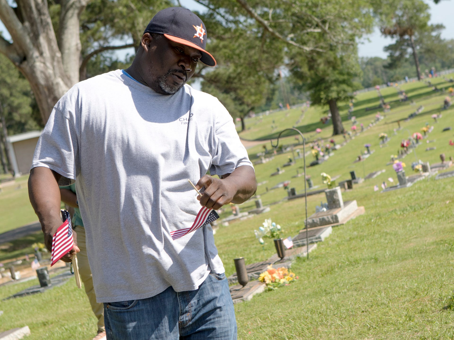 Chase VETS place flags at veterans' graves in Mulhearn Memorial Park