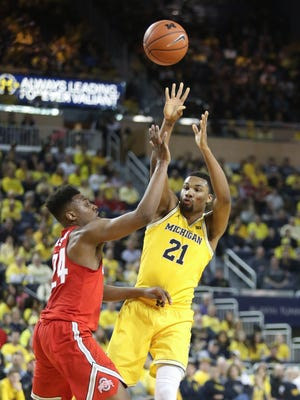 Michigan guard Zak Irvin passes against Ohio State forward Andre Wesson during the first half of U-M's 70-66 loss Saturday, Feb. 4, 2017 at Crisler Center.
