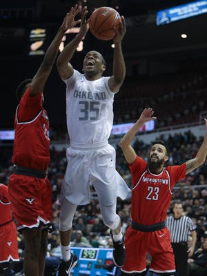 Oakland's Martez Walker scores against Youngstown State guard Francisco Santiago during the second half of Oakland's 81-80 loss in the Horizon League tournament Saturday, March 4, 2017 at Joe Louis Arena.