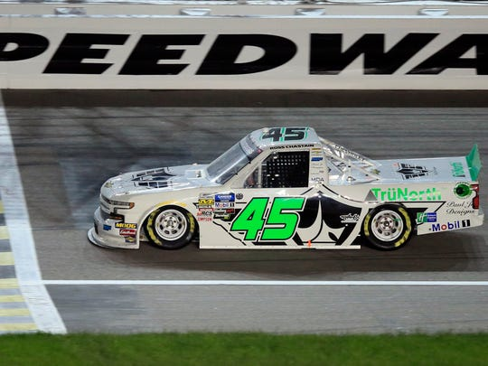 NASCAR_Trucks_Auto_Racing_84182.jpg