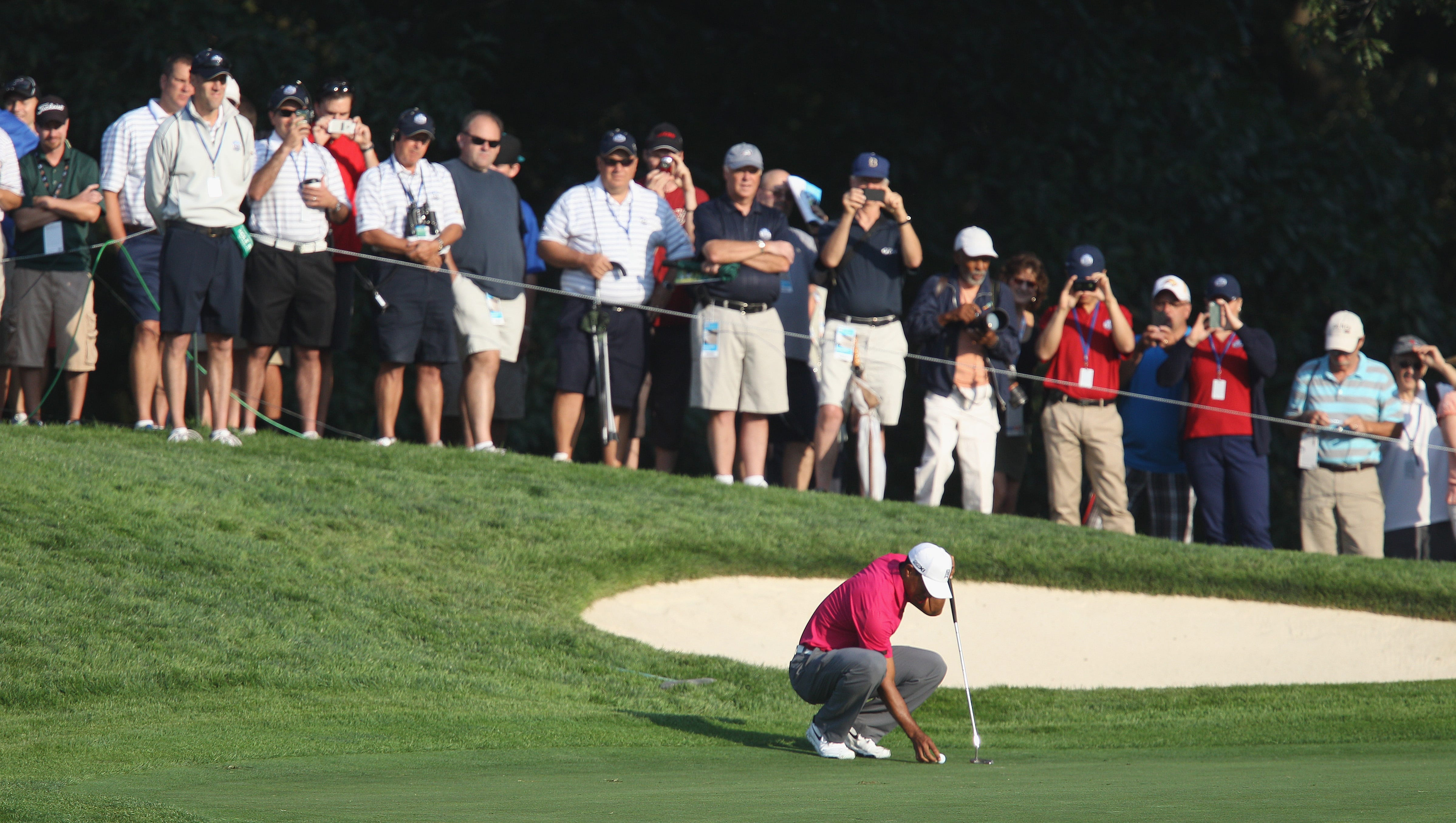 The crowd around the 3rd green during Tiger Woods's practice round.