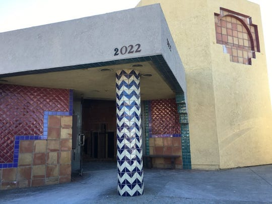 BEFORE: A 2015 file photo shows the Mountain Gate Plaza building before its exterior remodel in anticipation of new tenants. The Simi Valley site is slated to be occupied by Black Bear Diner and Smashburger.
