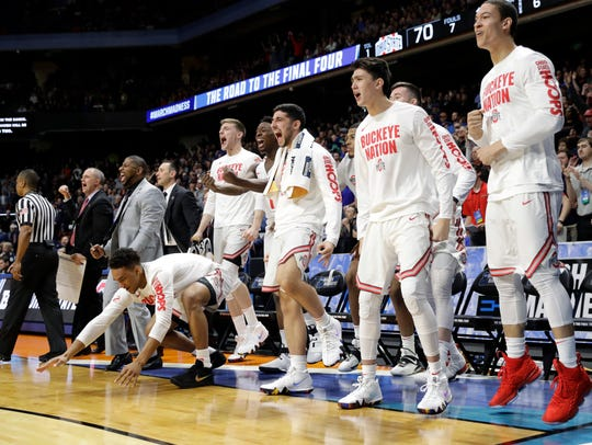 Players on the Ohio State bench react late in the second